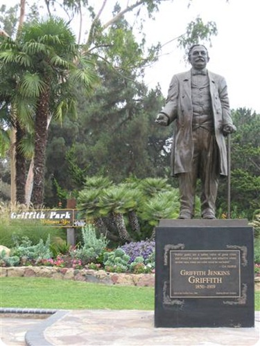 GriffithJGriffithStatue01